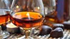 С чем пьют коньяк – продукты, подчеркивающие вкус благородного напитка