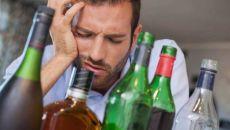 Почему может болеть голова после алкоголя
