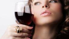 Почему не стоит пить алкоголь в период месячных