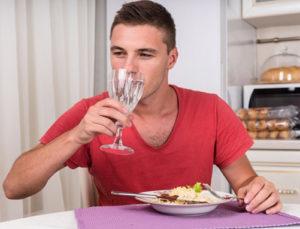 Алкоголь во время еды