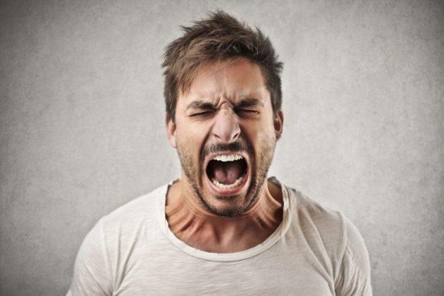 Если человек нервничает и злится - это признак ломки