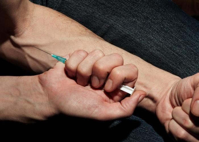 Введение наркотиков в вену