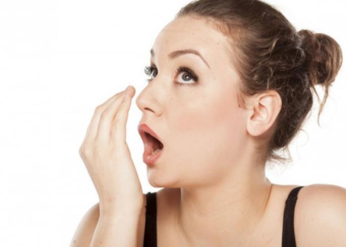 Наличие специфического запаха изо рта