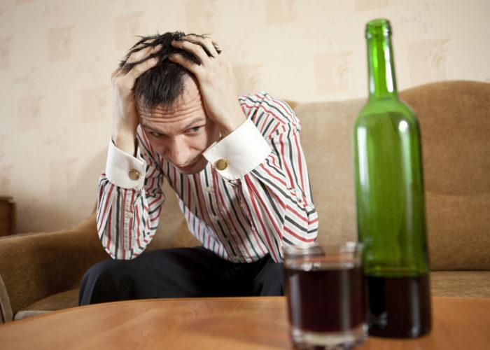 Неоднократно наблюдался неудачный опыт лечения алкоголизма на дому