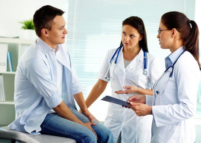 Собирает информацию о сопутствующих заболеваниях