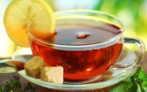 Употребление крепкого черного чая с лимоном