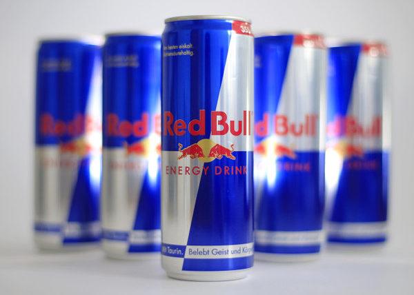 Употребить безалкогольный энергетический напиток