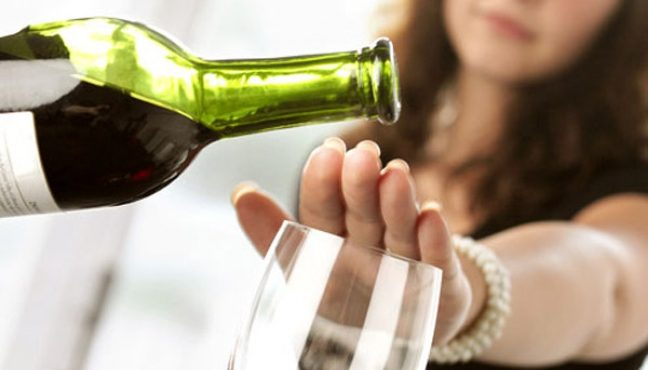 Человека не нужно контролировать, он может справляться с тягой к спиртному самостоятельно