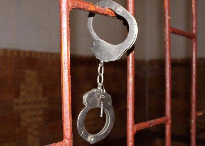 Если пациент находится в местах лишения свободы больше года