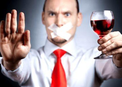 Лечить алкоголика нужно только с его согласия