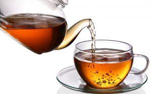 Не слишком горячий чай поможет прийти в себя и нейтрализовать остатки алкоголя