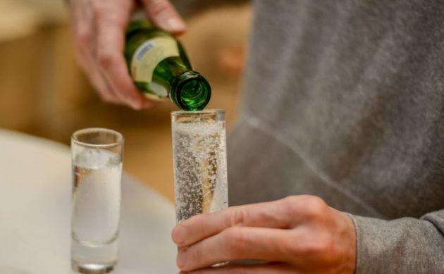 Нельзя завпивать алкоголь газированной водой