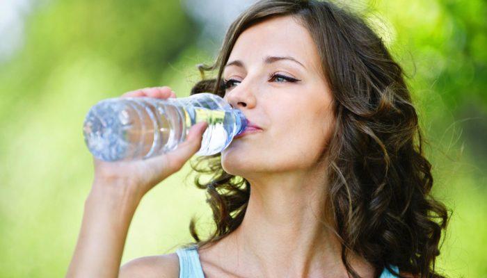 Обильное питье обыкновенной воды