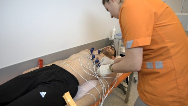 Осмотр пациента, оценка его физического состояния