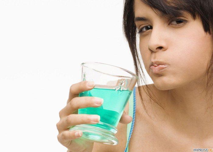 Прополоскать полость рта водой