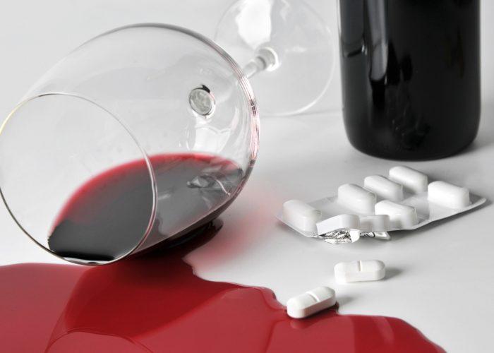 Абсолютно противопоказан совместный прием с алкоголем
