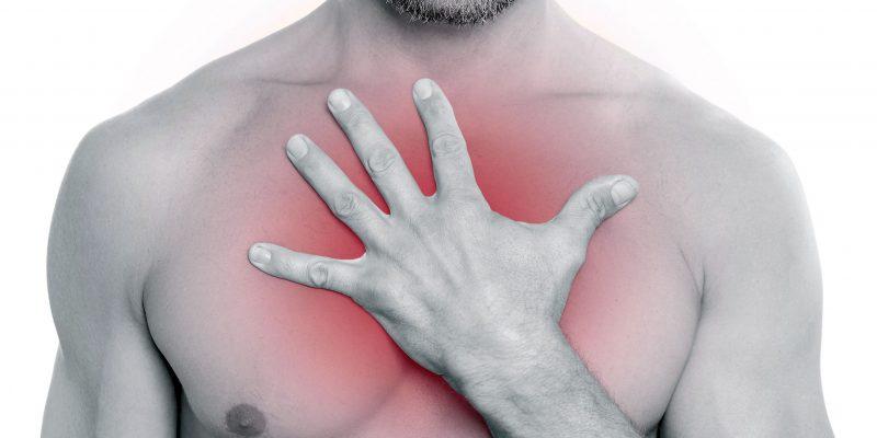 В области груди появилась сильная тяжесть