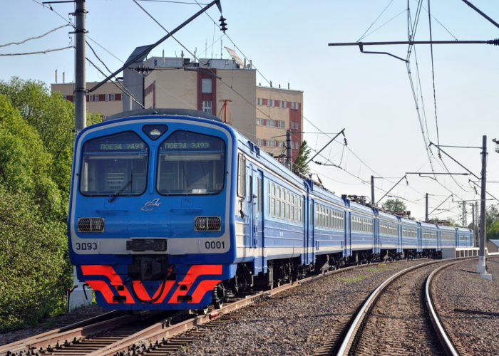 Водить и обслуживать железнодорожный транспорт