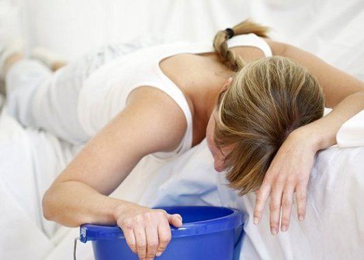 Вызвать рвотный рефлекс и посетить туалетную комнату перед сном