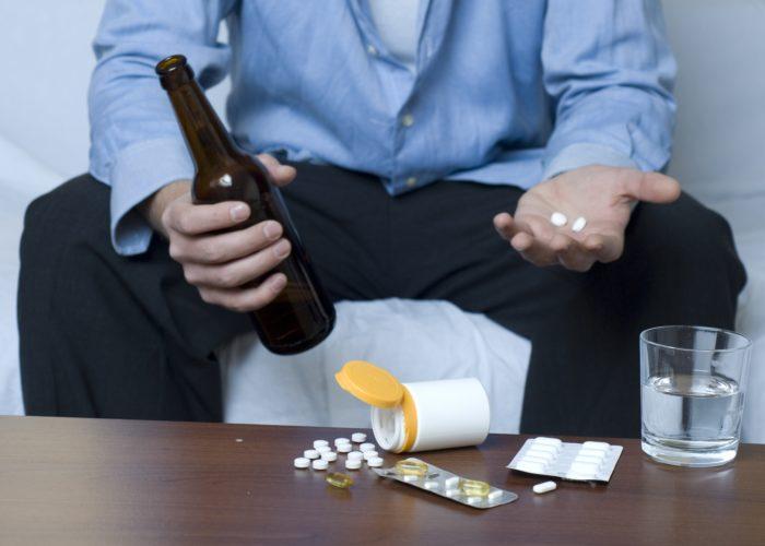 Запрещено запивать лекарство спиртным