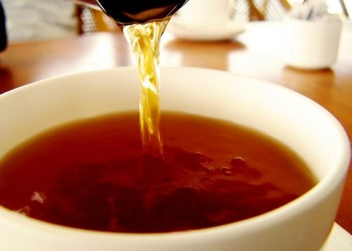 Заварить крепкий чай и дать выпить пациенту