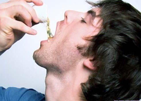 пара размешанных яичных белков, выпитых натощак, избавляет от приступов рвоты и болей в желудке