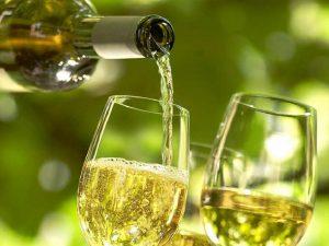 Дополнением к коньяку может стать сухое белое вино