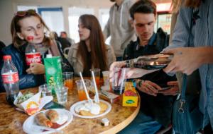 Если у сотрудника после обеда выходной, то употребление в обеденный перерыв не является причиной для увольнения