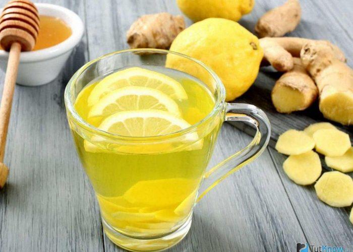 Напиток с долькой лимона