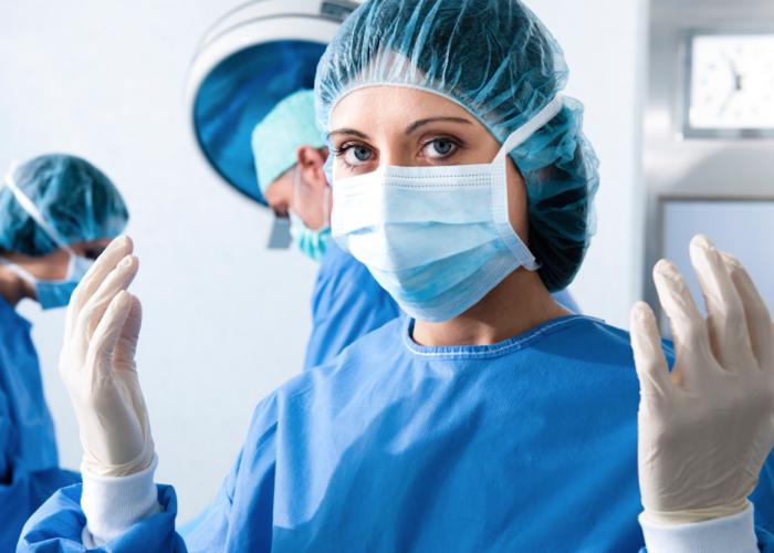 Обработка рук при проведении хирургических операций