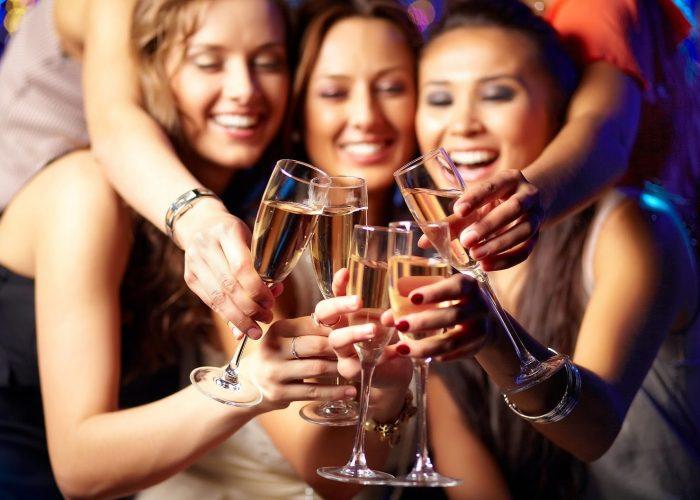Отказаться от общения с пьющими товарищами