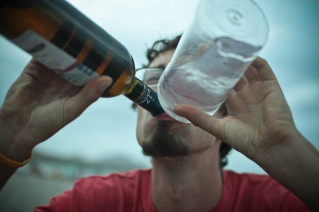 При выходе из запоя не рекомендуется смешивать алкоголь