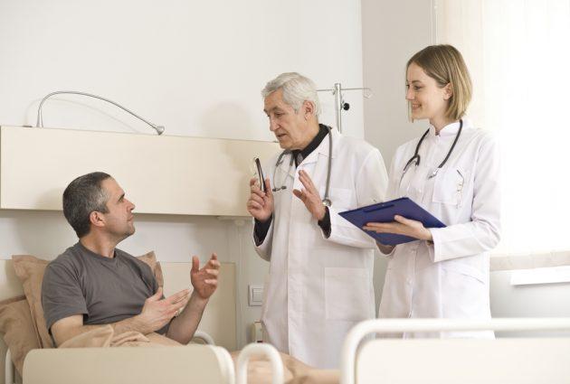 Рекомендуется проводить лечение наркомании строго под наблюдением специалистов