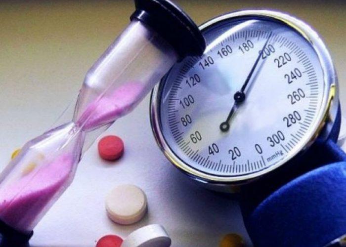 Снижение или повышение артериального давления