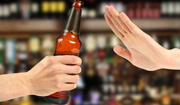 Стоит отказаться от алкоголя при болях в желудке