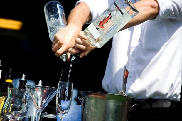 Усиливают похмельный синдром различные коктейли и сочетание различных видов напитка одновременно