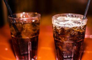 Виски с колой - самый простой коктейль