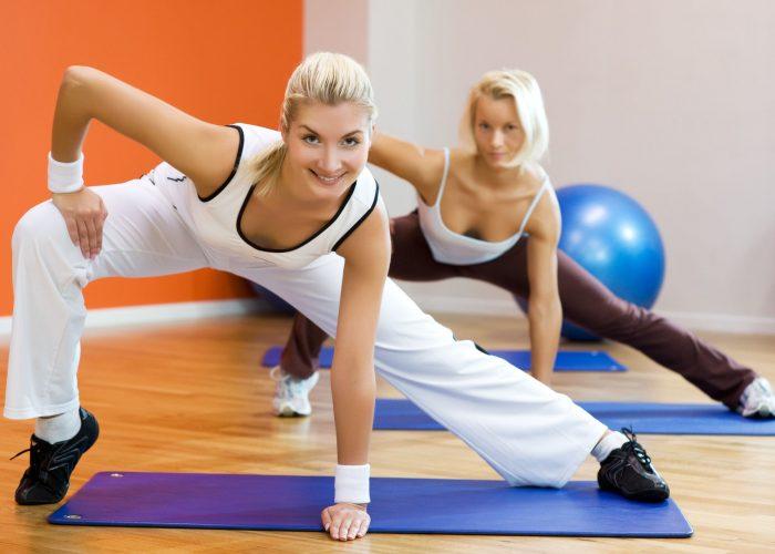 Заниматься спортивными упражнениями