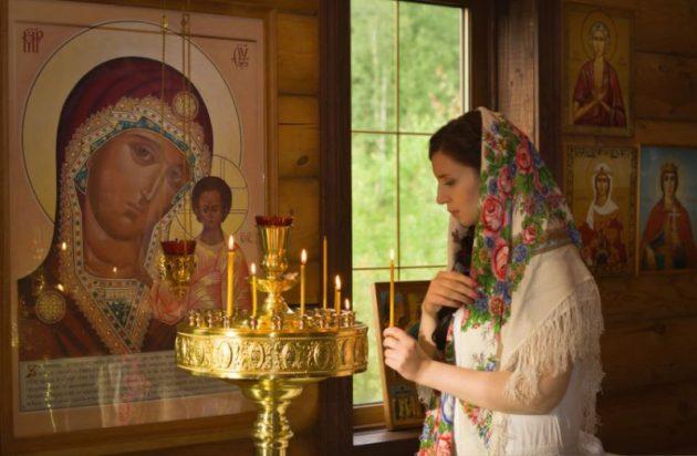 Читать просьбу перед ликом Святого или в храме