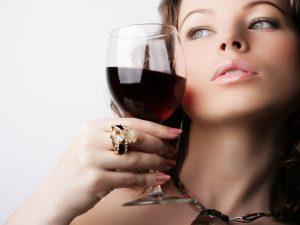 Спиртное является несовместимым с инъекциями ботокса