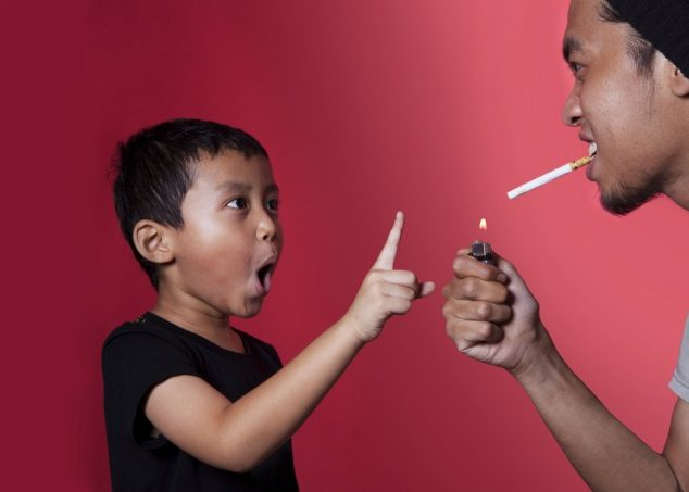 Ребёнок, который страдает от родительского курения