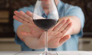 Полный отказ от алкоголя поможет быстро избавиться от цистита