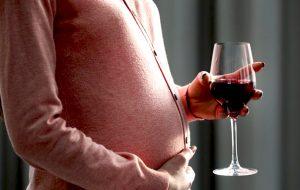 Безалкогольное вино во время беременности можно не больше 1 бокала