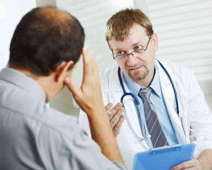 Перед терапией химзащитой, врач предупреждает пациента о возможных последствиях