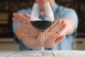 Полный отказ от алкоголя перед лечением препаратом