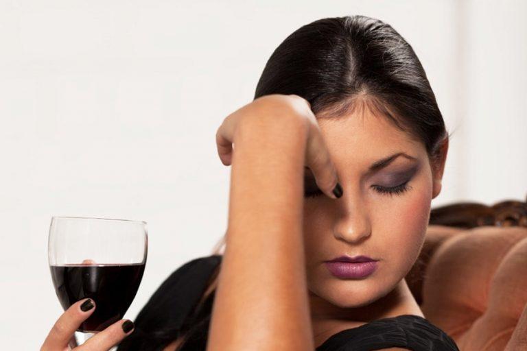 Болит голова от вина