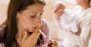 Курящая кормящая мама
