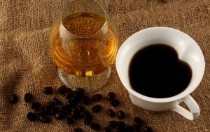 Можно ли пить алкоголь после кофе